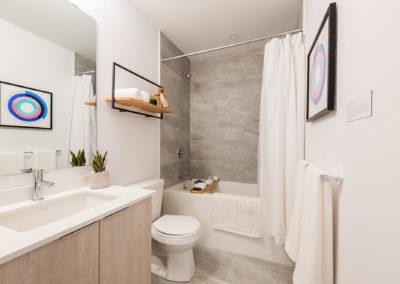 Bathroom & Tub